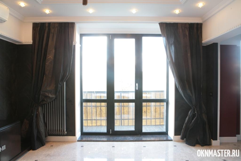 Балконная дверь для коттеджа