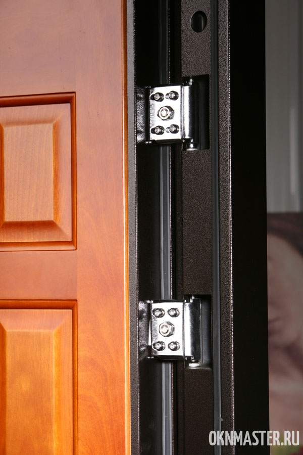 Регулировка петель входных дверей